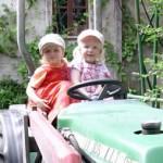 Die Kinder von Familie Scheel im Freiburger Weingut